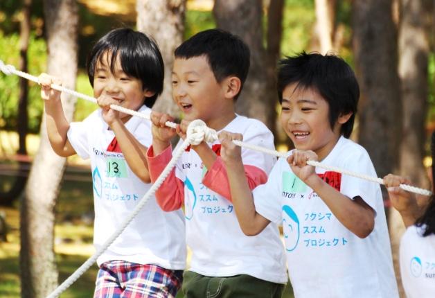 園外保育に参加する子どもたち