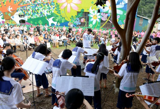 スーパーキッズオーケストラへ寄付金を贈呈 東北公演