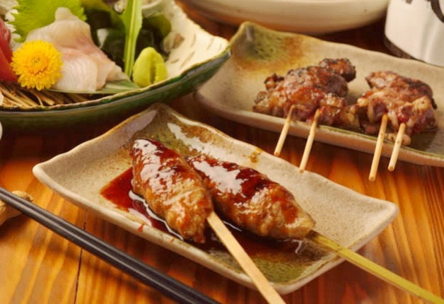 【仙台・五橋の新店】「酒飯場 ででででん」こだわりの炭火焼やおばんざいと「ビームハイ」で乾杯!