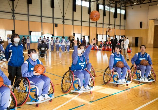 車椅子バスケ日本代表候補の北田選手も参加!福島県飯舘中学校で「アスリート・ビジット」を開催しました