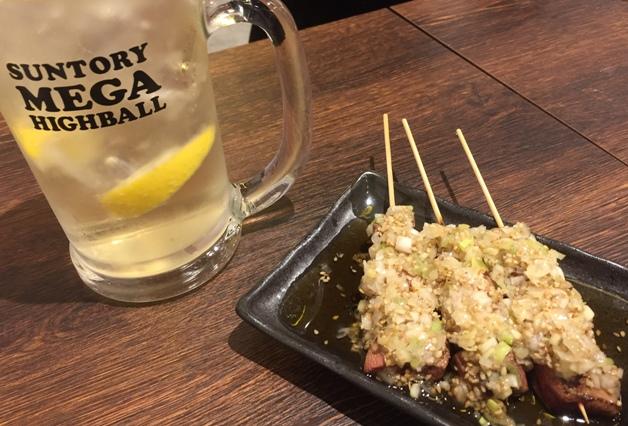 【仙台・泉中央駅近くにもオープン!】大衆居酒屋「焼きとん大国」で名物「ればテキ」と「メガハイボール」で乾杯!