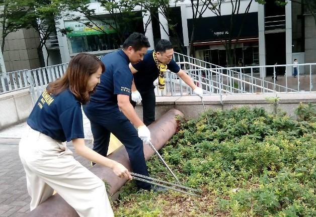 【サントリーの地域貢献活動】名古屋「にっぽんど真ん中祭り」会場のゴミ拾いボランティアに参加しました!