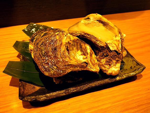 大きく艶やかな岩牡蠣