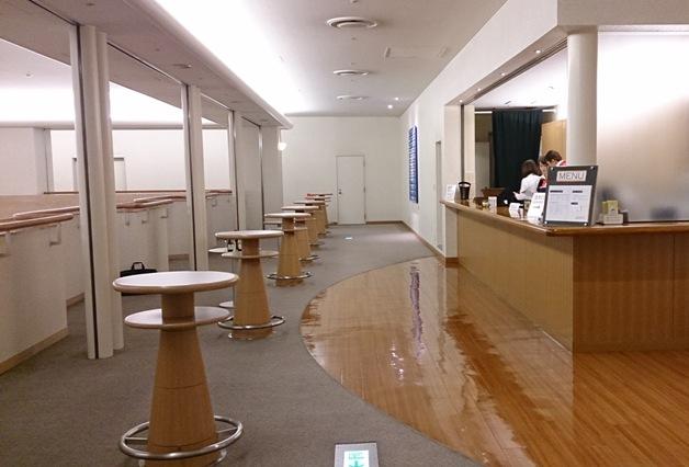 「三井住友海上しらかわホール」のバーコーナーで「ザ・プレミアム・モルツ」「カルロ・ロッシ」が飲めるようになりました♪