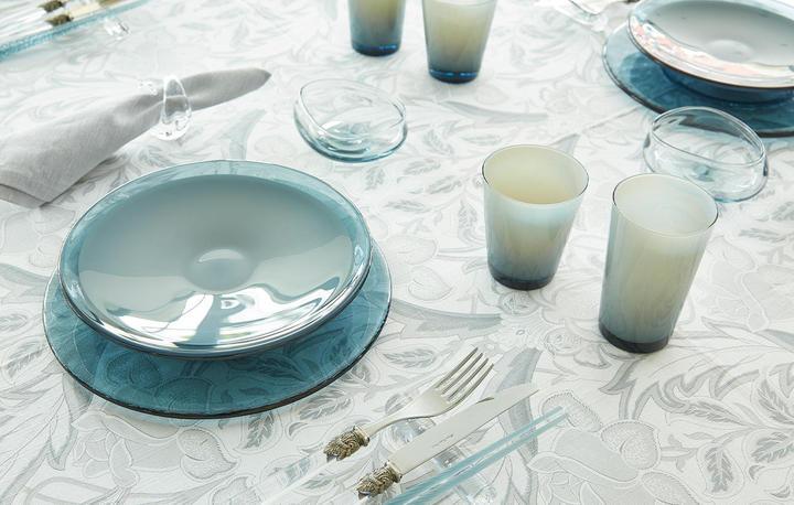 夏の食卓を涼やかに彩る  ガラスの器の楽しみ方