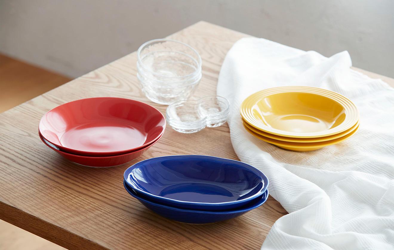 夏の食卓を華やかに彩る 「あいあいカレー皿」活用法