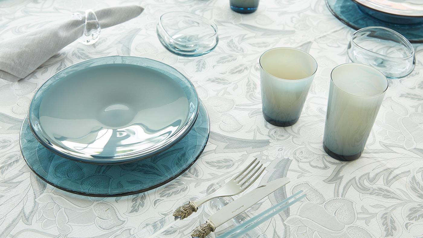 「夏の食卓を涼やかに彩るガラスの器のたのしみ方」のイメージ