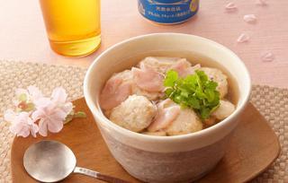 新玉葱と鯛つみれの桜ワンタンスープ の写真