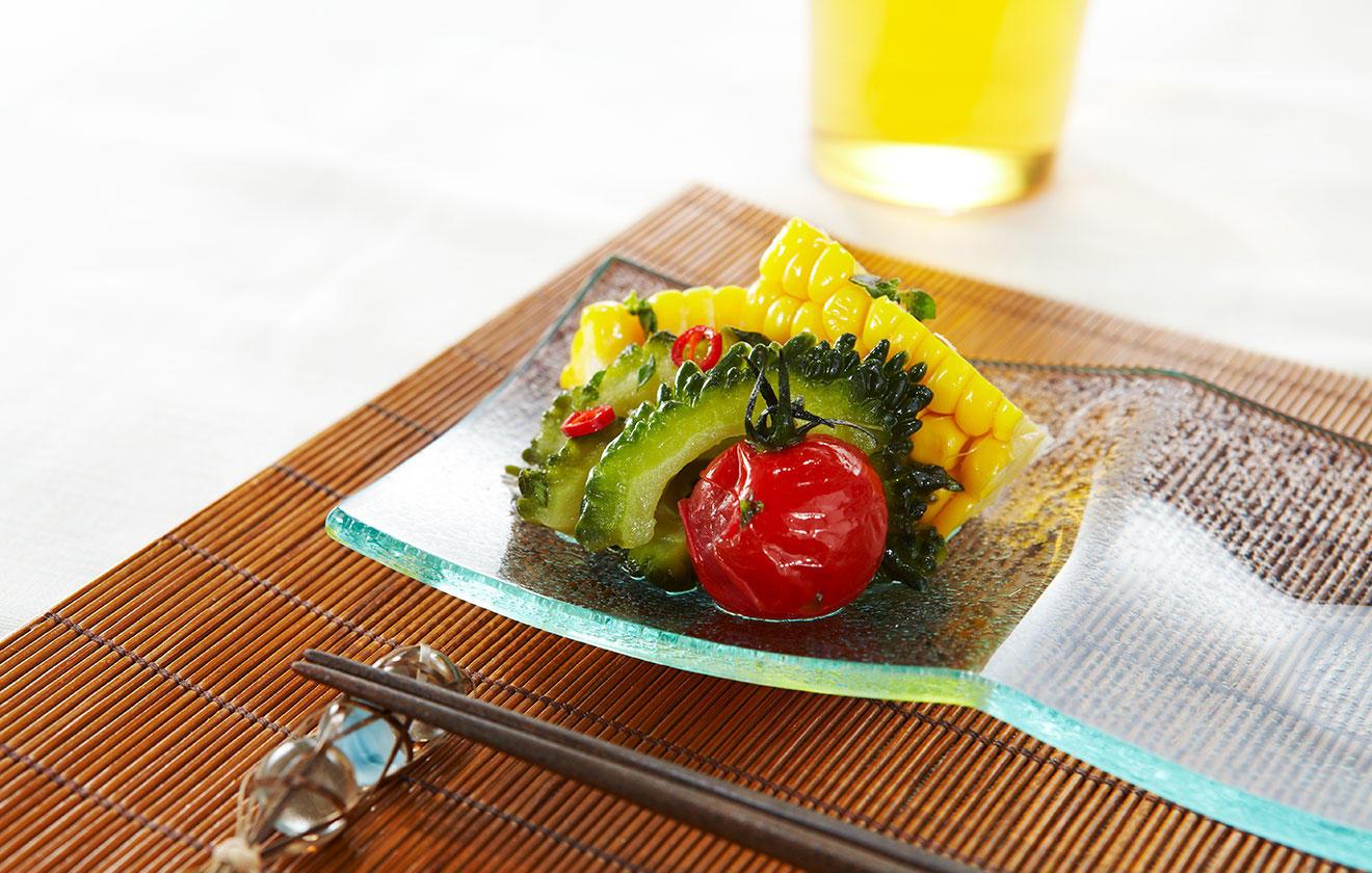 ゴーヤと夏野菜の揚げピクルスの写真