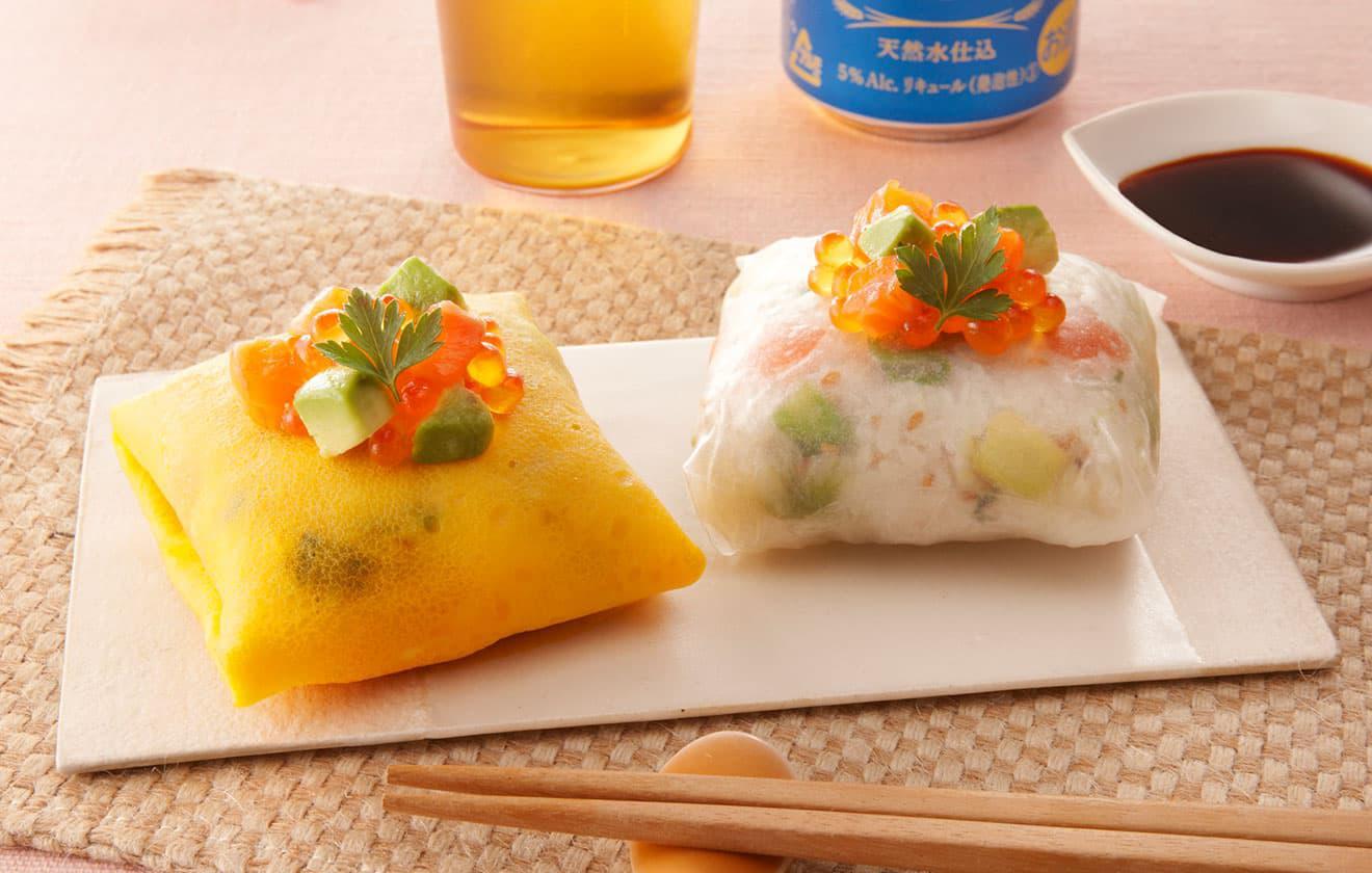 サーモンとアボカドの桜ちらし茶巾寿司 の写真
