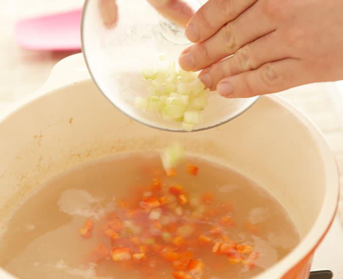 <玄米サラダ>手順2 切る・茹でる