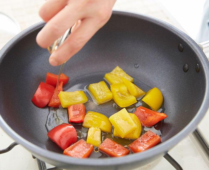 手順3 蒸し煮(1)