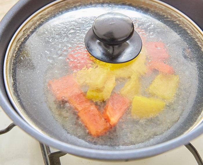 手順4 蒸し煮(2)