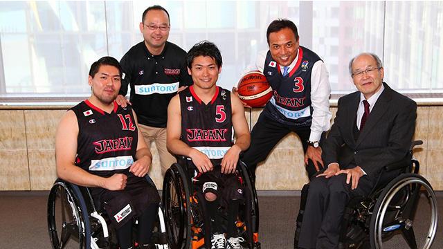 車椅子バスケ日本代表候補選手や監督がサントリーオフィスに来社!