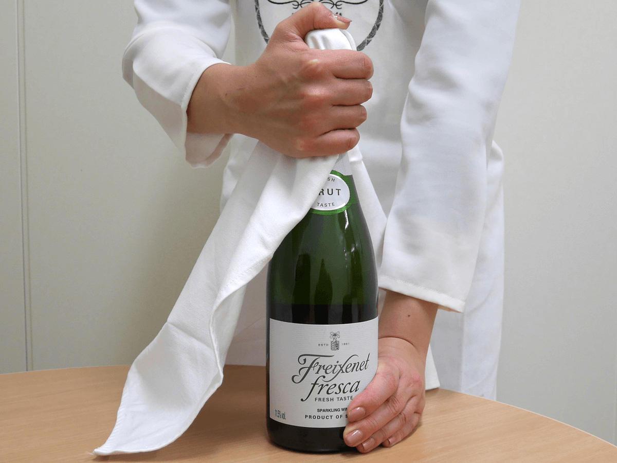 シャンパン、スパークリングワインの開け方方