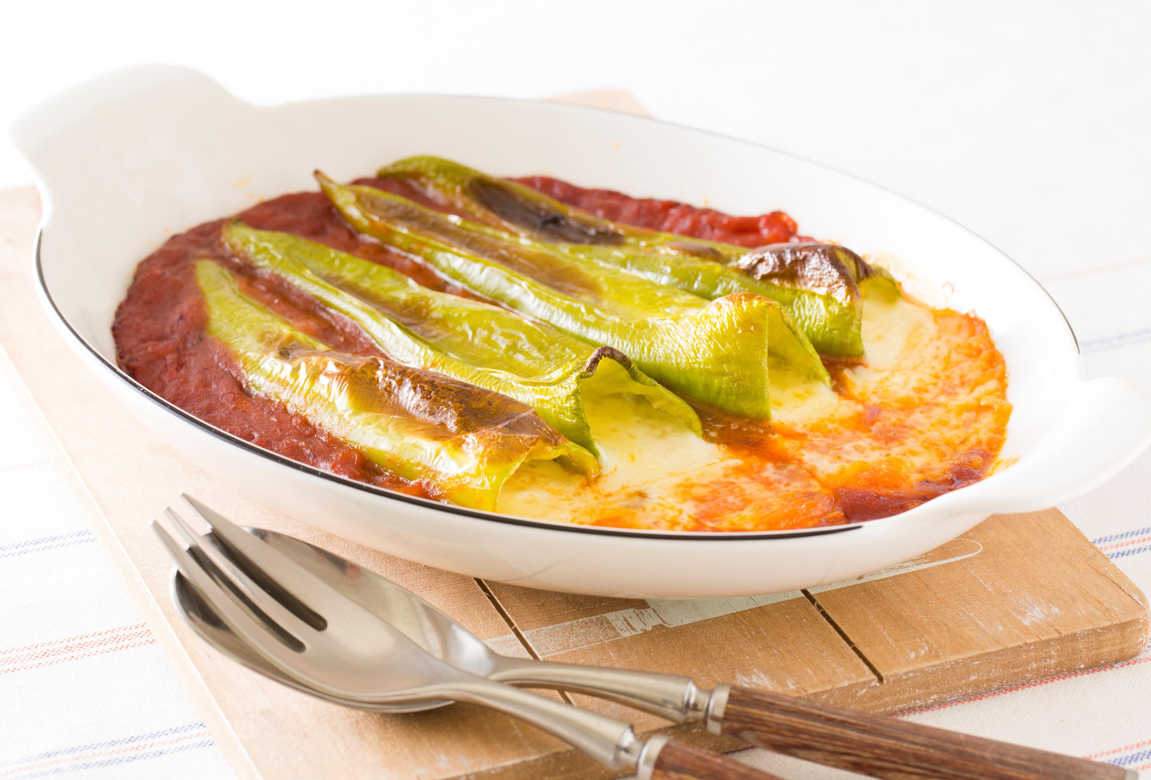 本気野菜グルメピーマン若穫りライムホルンのチーズ詰め焼き
