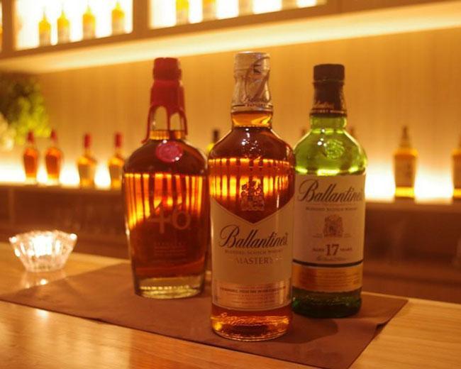 Whisky Bottle Bar La cachette
